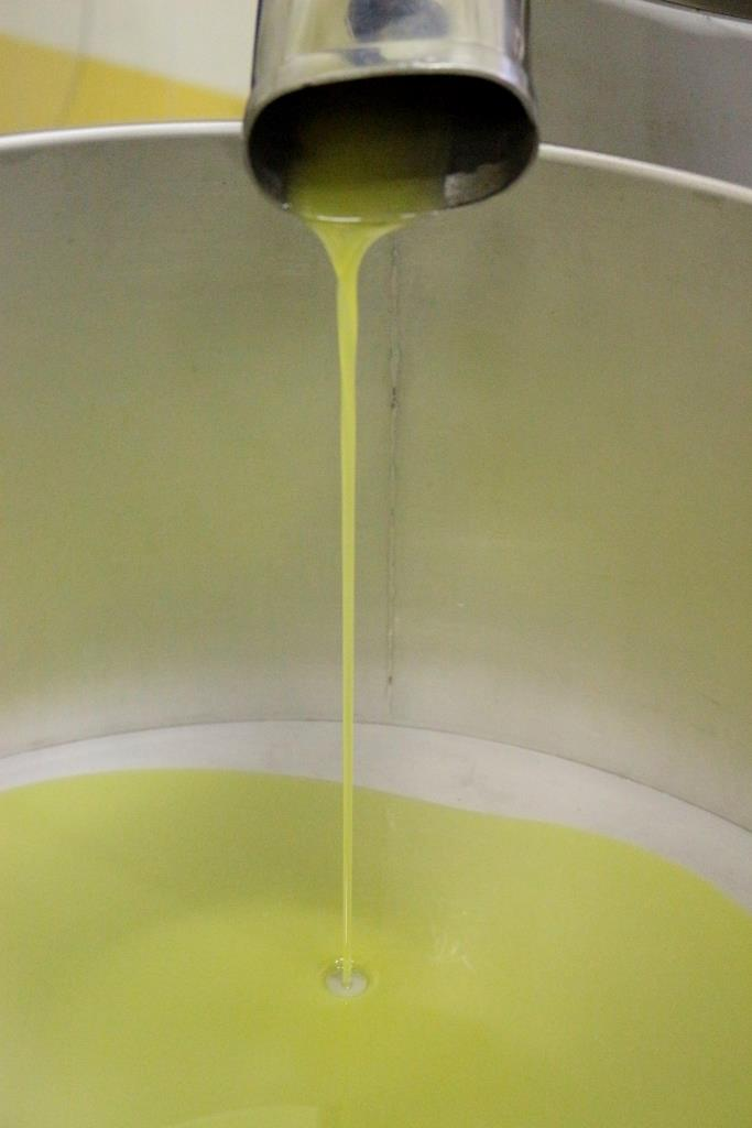 olijfolie straal il tramonto