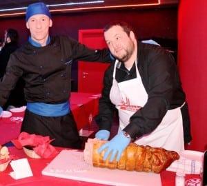 'porchetta' met de varkenskop er nog aan...